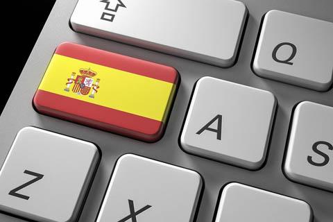 nacionalidad española por residencia representada por un teclado